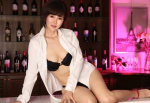 人気熟女女優の赤坂ルナ